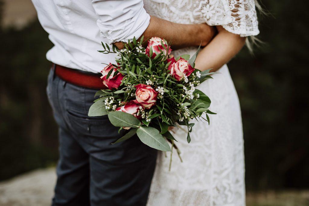 Hochzeitsshooting, Brautshooting, in den Bergen, Harz, Boho Wedding, Hochzeitsfotos mit Spitzenkleid