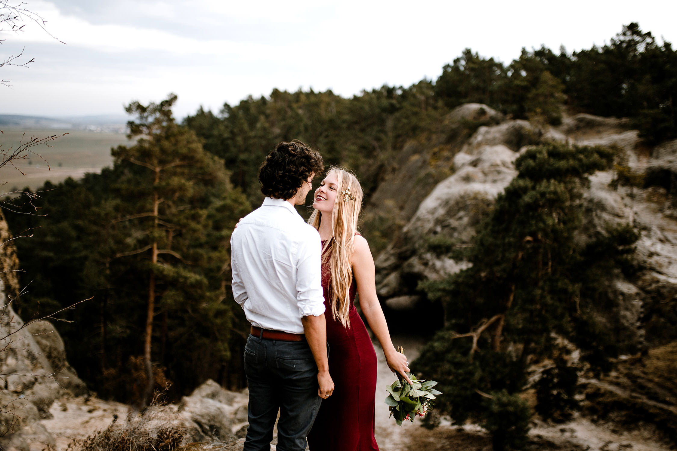 Entdecke romantische und gefühlvolle Paarfotos! Die Fotografin Sophia Molek fotografiert Paare und Couples: authentisch und Emotionen pur.