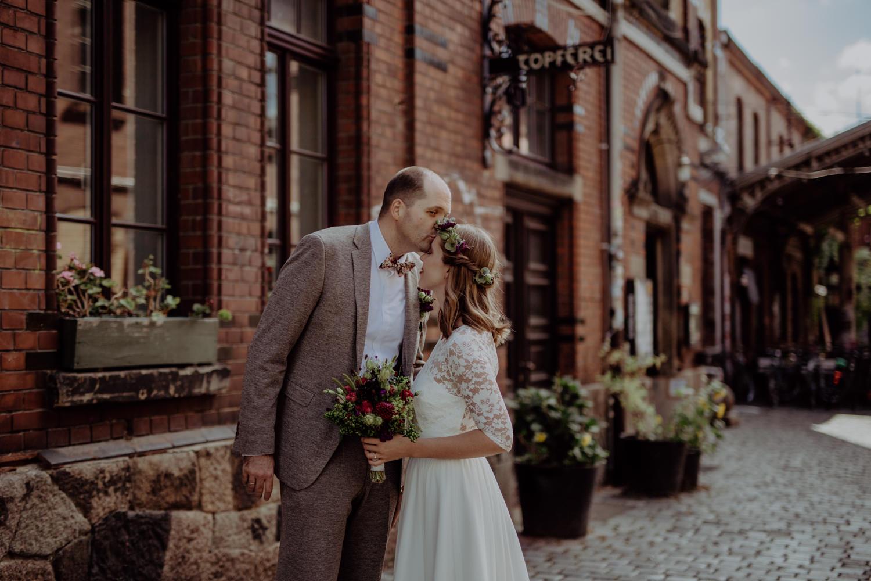 Standesamtliche Trauung Neues Rathaus Leipzig Brautpaarshooting im Werk II Urbane Hochzeit