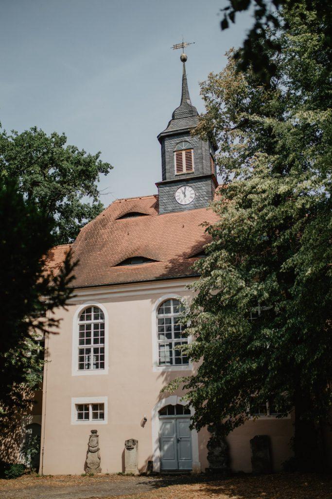Kirchliche Trauung Wiese Wiesenhochzeit Heiraten unter freiem Himmel Schloss Röhrsdorf Kiche Dohna